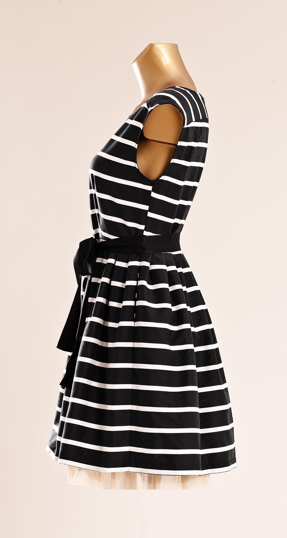 14552adf8c03 Jag blev så glad i går när jag hade fått bilder på dessa klänningar. Jag  har tidigare bara kunnat visa er den klänningen som är svart/offwhite, ...