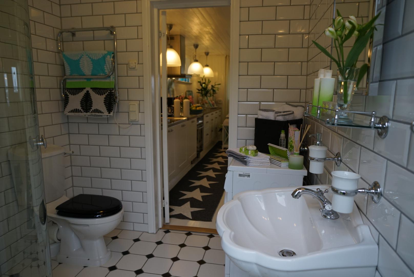 badrum ut mot kök