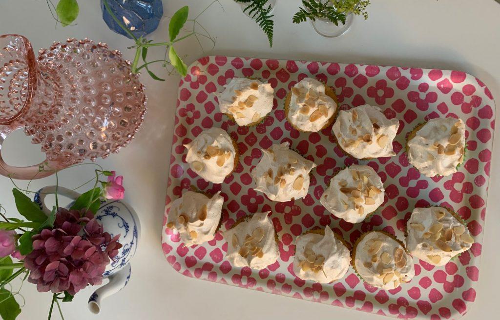 Muffins med hallon och maräng