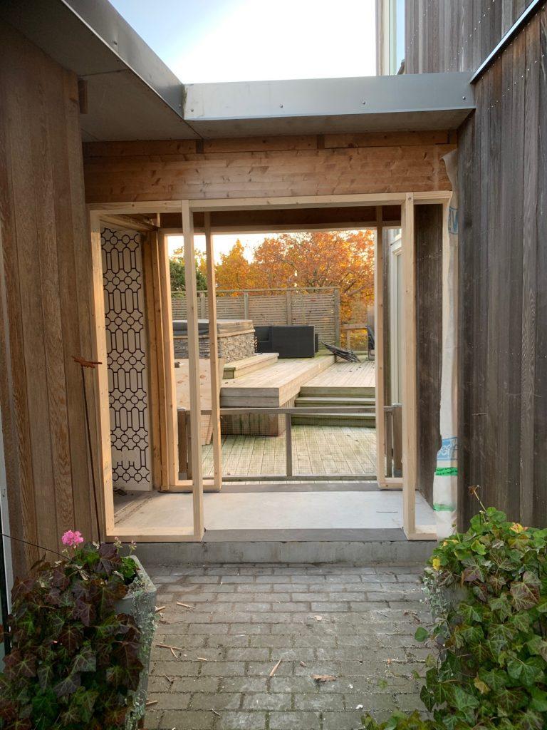 HÄr hemma pågår nästa projekt - glasgången