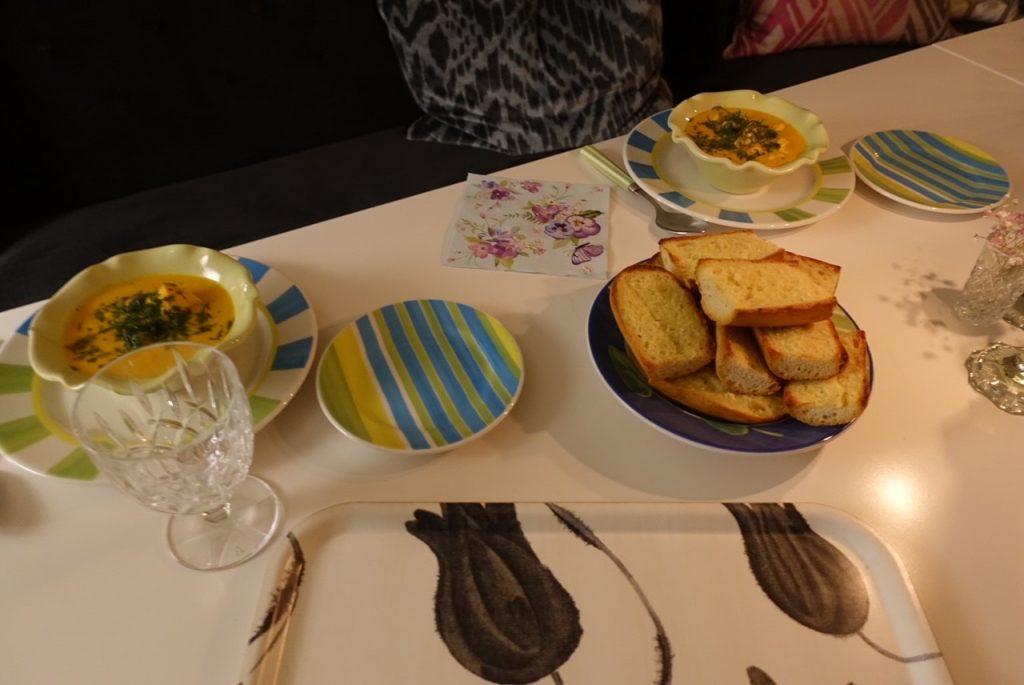fisksoppa med lax och kräftstjärtar