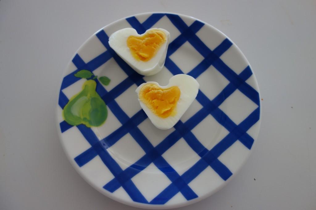 Ägghalvor formade till hjärtan