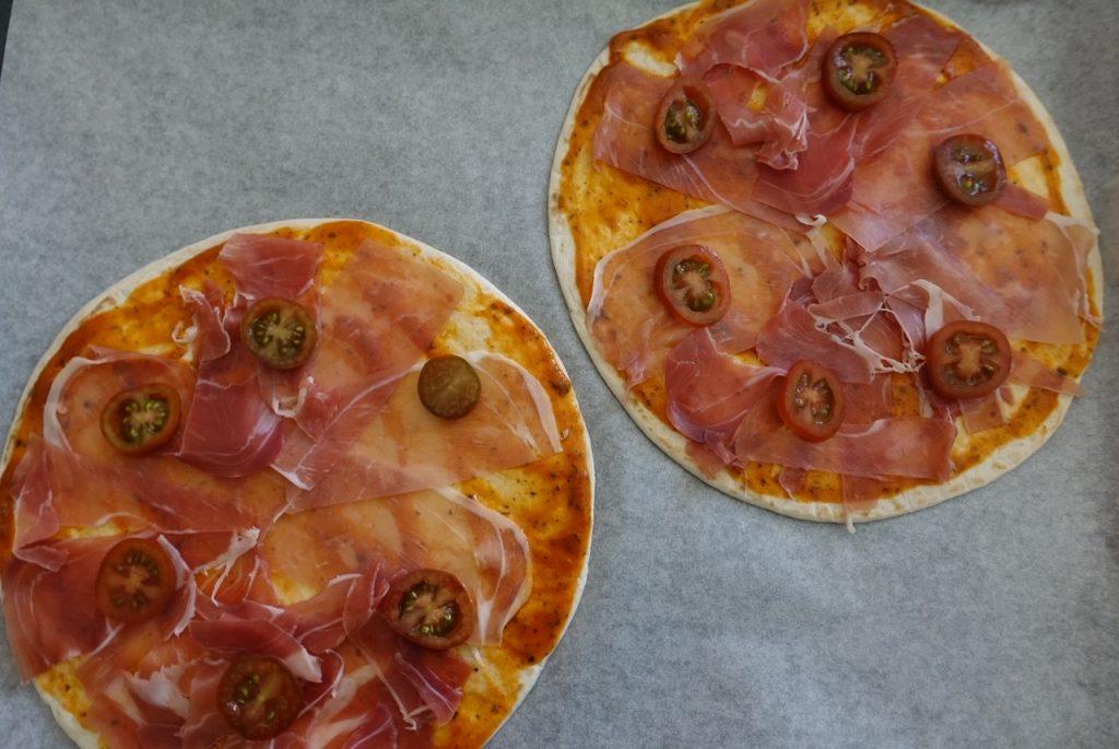 Pizza med tomat