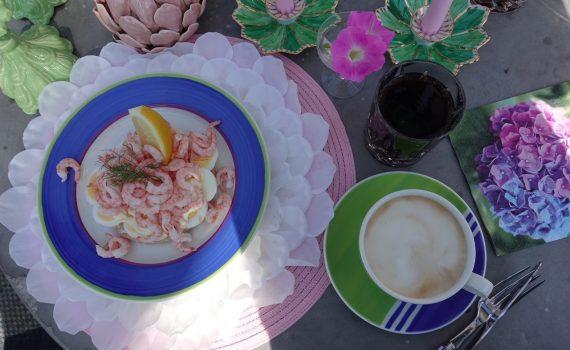Lunch i orangeriet och småpyssel i trädgården