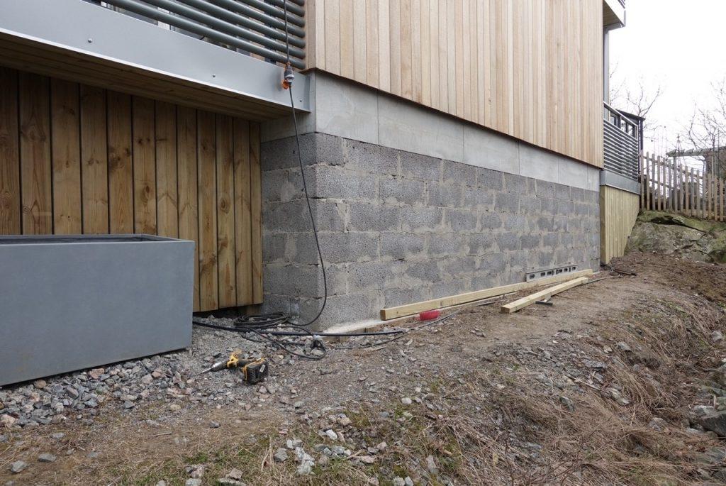 Cementbaserade plattor på muren