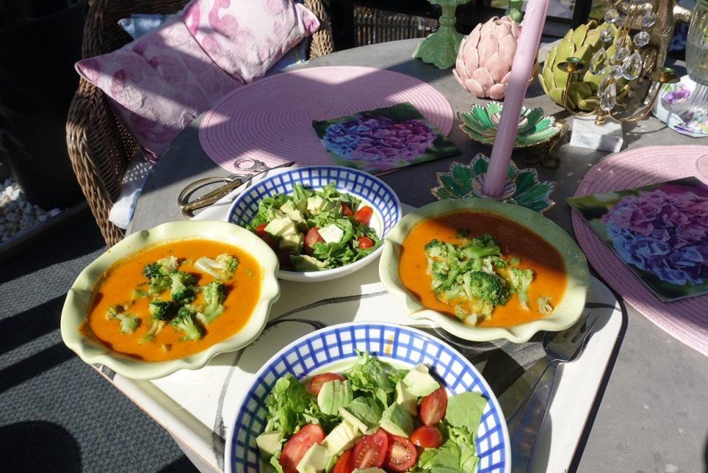 Lunch serveras i orangeriet