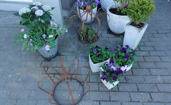 Morsdag och mycket jobb i trädgården