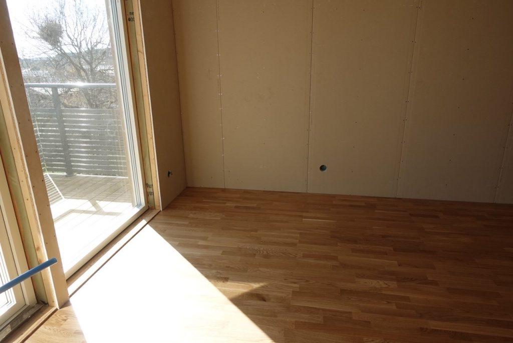 Nu är golvet lagt i min walk in closet