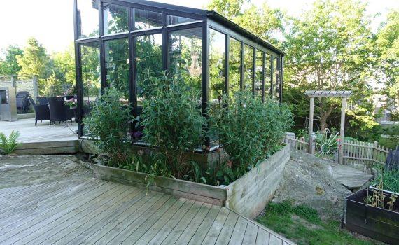 Köra grus till köksträdgården och tapeter