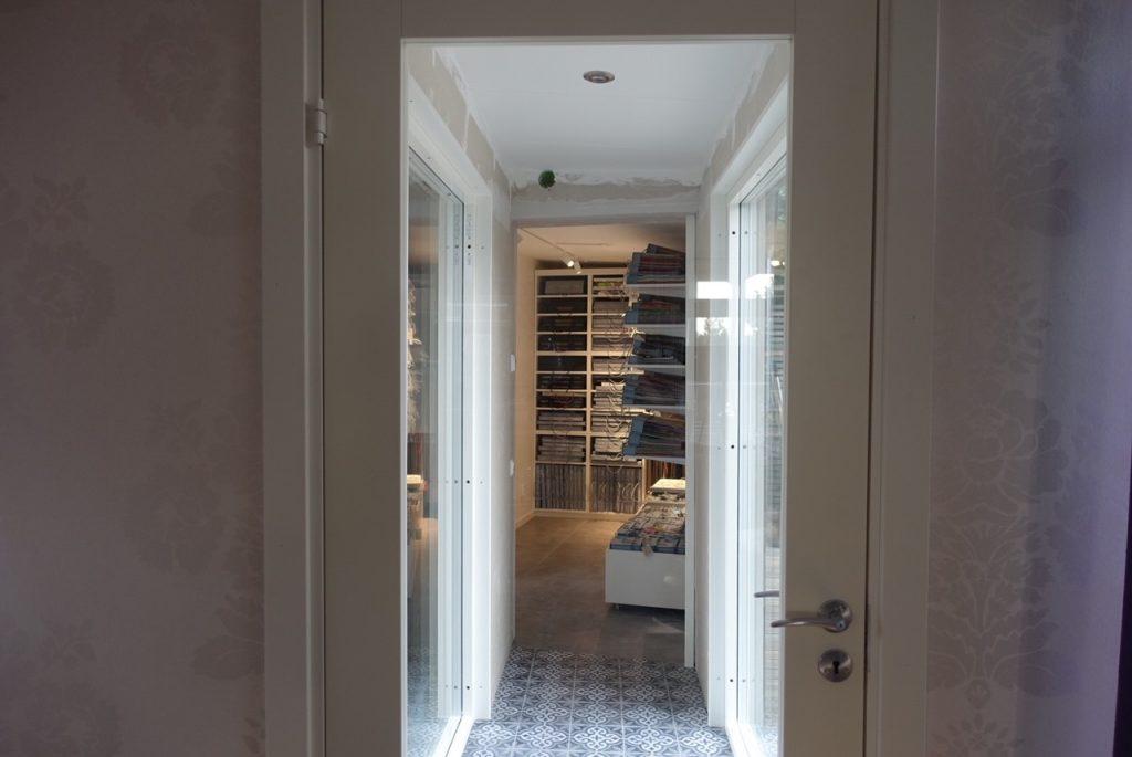 Röjning hemma och ny dörr på plats