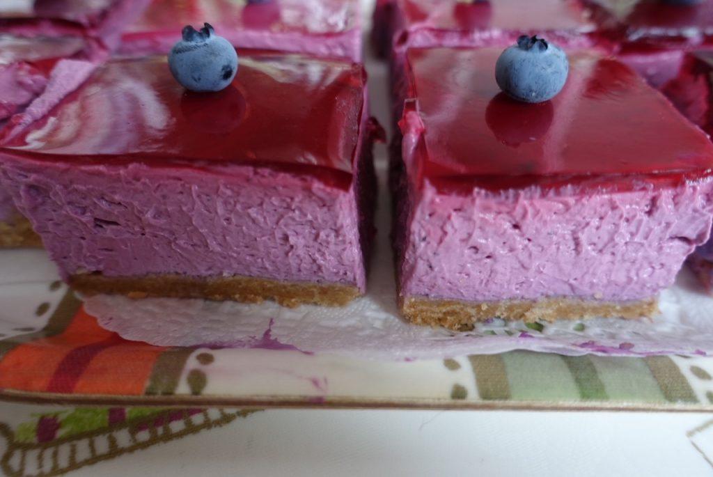 Blåbärscheesecake i lagom bitar